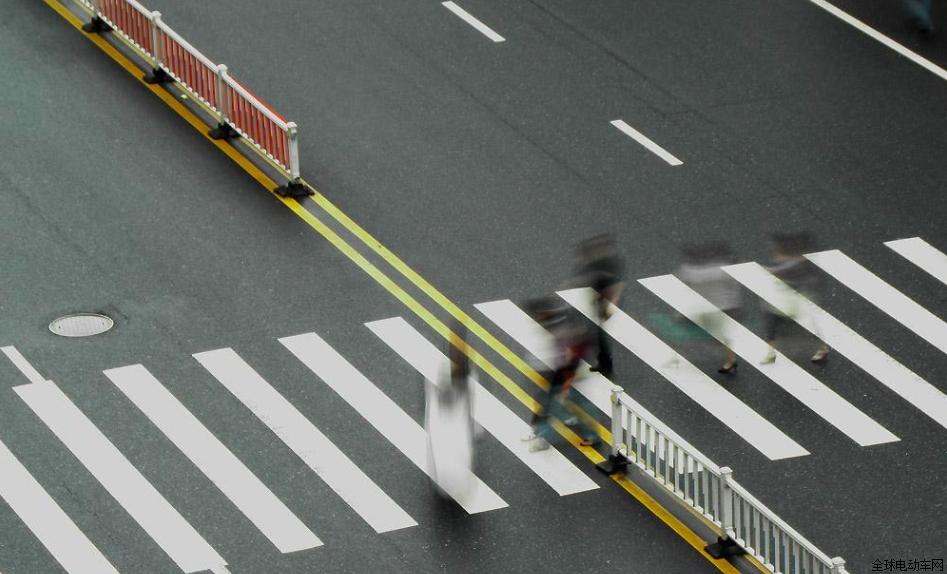"""这5种路口被车主称为""""夺命虎口"""",骑电动车的要注意!"""